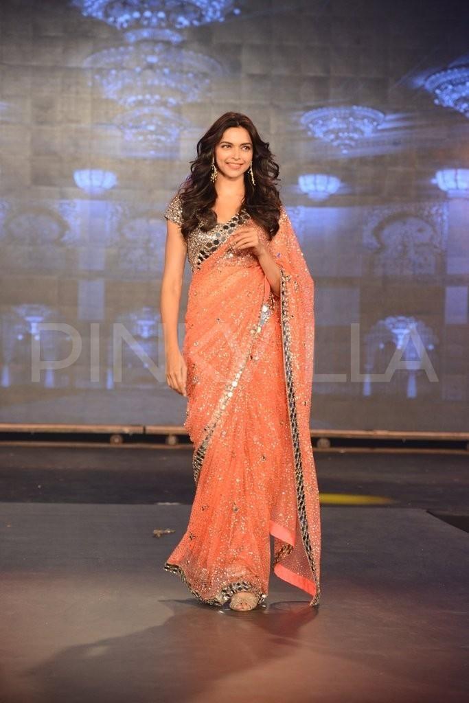 Deepika Padukone walks for Manish Malhotra at the 'Happy New Year' trailer launch   PINKVILLA