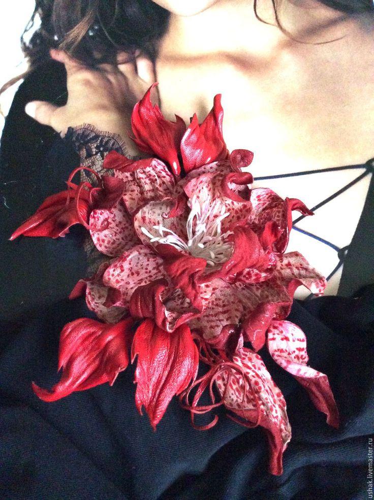 Купить Цветы из кожи . Брошь из кожи Танец у огня - ярко-красный, красно- белый