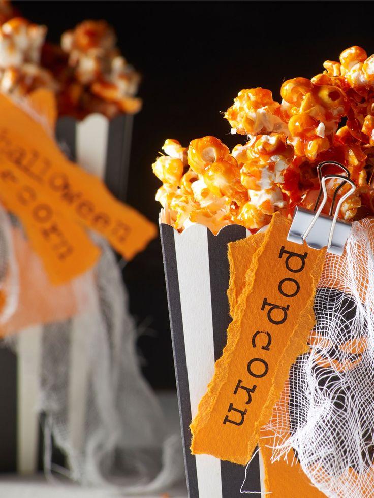 Zutaten für 4 Portionen:3 EL Speiseöl, z.B. Sonnenblumenöl70 g Popcorn-Mais150 g Zuckergelbe und rote Back- und Speisefarbe (z.B. von Dr. Oetker)Zubereitung:Popcorn-Mais und Öl in einen großen Topf geben, sodass nur der Boden bedeckt ist. Auf starker Hitze mit Deckel erhitzen. Wenn ihr keine Puff-Geräusche mehr hört, ist das Popcorn fertig. Zur Orientierung könnt ihr auch einen Blick auf die Hersteller-Angaben werfen. Zum Karamellisieren den Zucker mit etwa 1/2 TL roter und 1/2 TL gelber…
