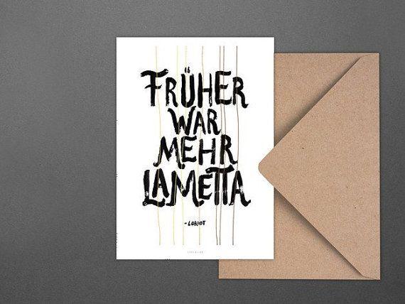 An Weihnachten denken wir gerne an das zurück, was Loriot sagte: Früher war mehr Lametta!  Diese hübsche Postkarte kommt im Format A6 (10,5 x 14,8 cm) inkl. einem wunderschönen Recycling-Umschlag direkt zu Dir nach Hause geflattert. Die Rückseite ist blanko, damit Du Dich hier kreativ voll austoben kannst. :)  Postkarten im Set — Du bekommst nicht genug? Dann schau mal in unsere Sets und spare ordentlich ...  Druck und Papier — Wir drucken ausschließlich auf richtig schönem, festen und…