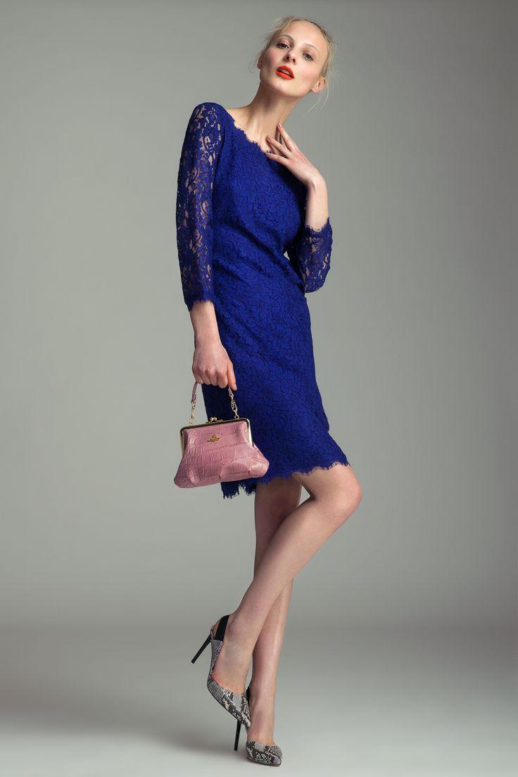Dress Diane von Furstenberg, 11 590 CZK High heels Diane von Furstenberg, 9490 CZK Handbag Vivienne Westwood, 4290 CZK