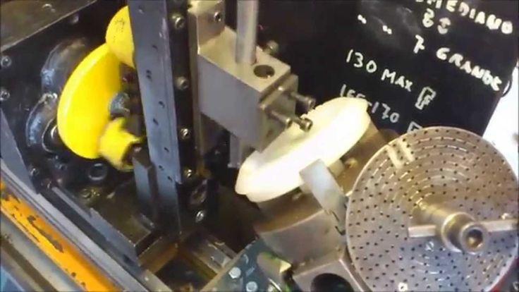 Como hacer un engranaje cónico con un torno!!. ( How to make a bevel gea...