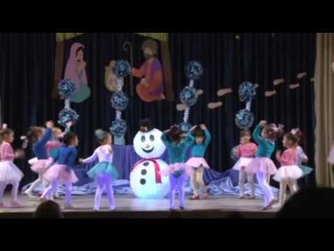 Frozen en Navidad, las niñas de 4 años bailan. - YouTube