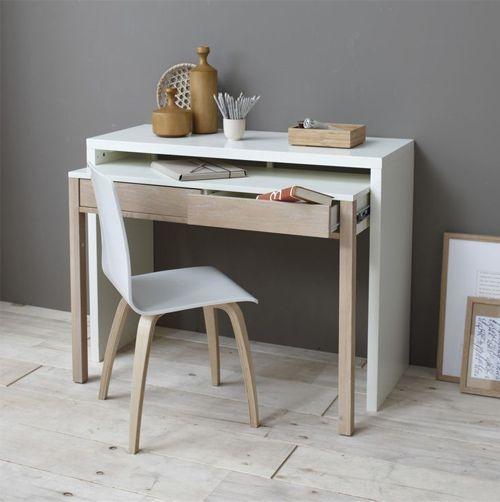 Aménager un bureau dans un petit espace c'est un peu le défi qu'on est nombreux à devoir relever quand on vit dans un petit appartement. Voici une dizaine d'idées pour vous créer un bel espace de t...