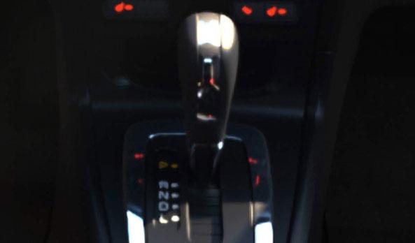 La novedosa transmisión electrónica de 6 velocidades Powershift®, es una transmisión mecánica que hace los cambios de manera automatizada y sin perder potencia entre los mismos. Su diseño utiliza clutches gemelos que mantienen el Powershift® constantemente engranado, listo para una máxima respuesta o eficiencia de combustible. #FordFiesta2013