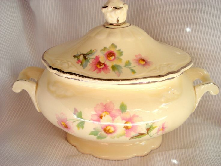 Vintage Sugar Bowl Homer Laughlin Virginia by BedGlassandBeyond My grandmother's dishes--