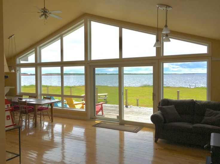 Entire home/apt in Kensington, CA. Welcome to the ultimate Prince Edward Island summer vacation. Our cottage is spacious, airy and cozy with stunning ocean views. Watch the sunset by a crackling fire after a day of kayaking, relaxing on any of the Island's beautiful beaches or expl...