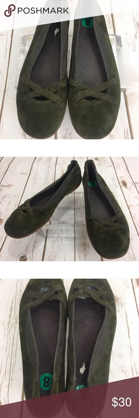 Patagonia slides casual shoe green Suede size 8 Patagonia 'Ebony Java Green' Suede Flats Women's Size 8 Minimal wear shown Refer to pictures for exact description and condition Patagonia Shoes Flats & Loafers