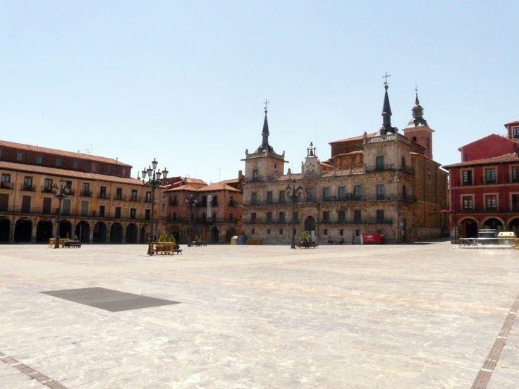 Plaza Mayor de León, Camino de Santiago