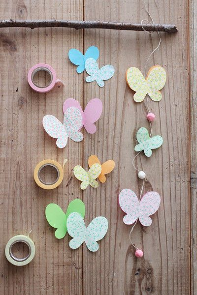 切って丸めてつけるだけ♪折り紙と粘土で作る、ひな祭りのオーナメント ... ヒモを枝に結んだら出来上がり♪ 大きいちょうちょと、 小さいちょうちょをバランス