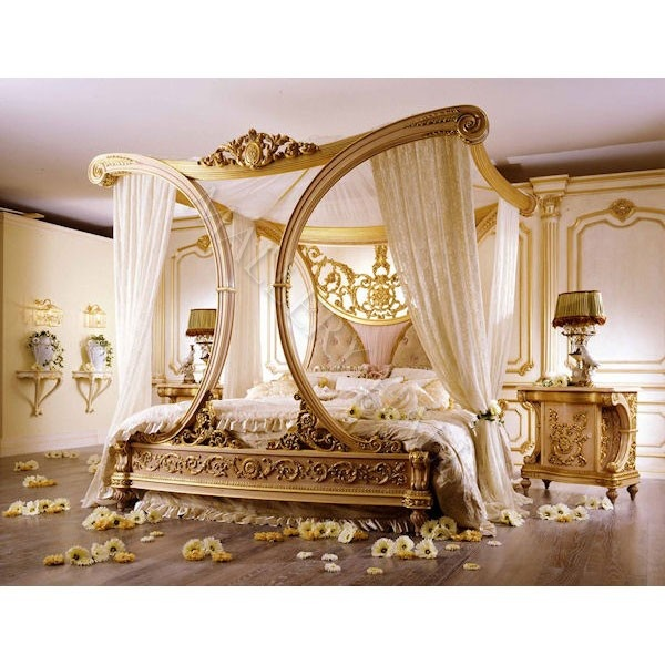 Beautiful royale golden cleopatra canopy bed for the Beautiful canopy beds