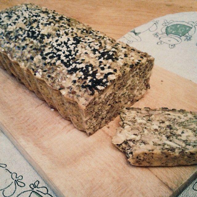 Niby-chlebek z ziarenkami i orzechami