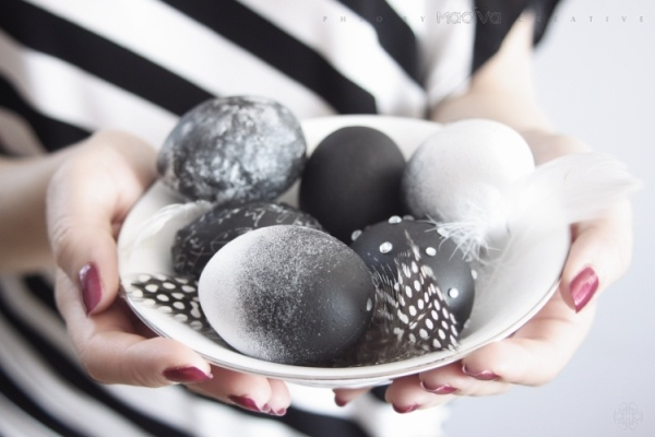 My DIY: black and white Easter eggs