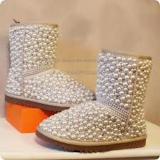 Very stylish and cute D.I.Y pearl uggs that you can decorate at home!
