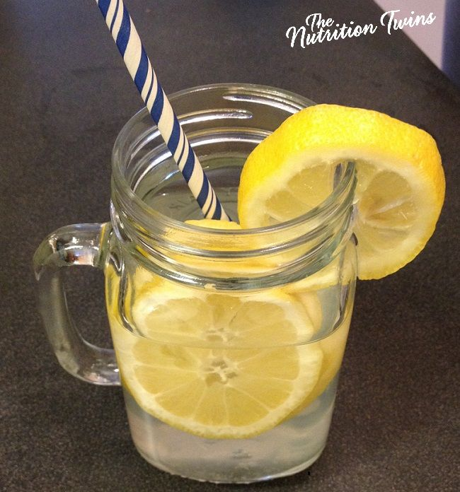 Ginger Lemon Detox Water - this simple drink works wonders if you're bloated! Good for all phases.
