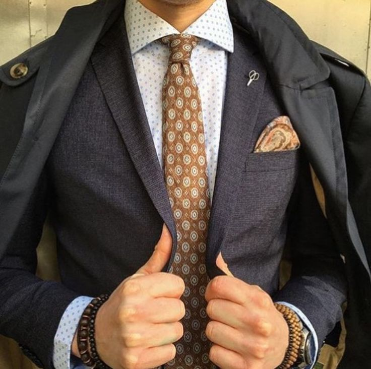 Shop for men's sports coats, sports jackets, blazers, suits, shirts, pants and Ties at www.designerclothingfans.com Discover a variety of men's formalwear for the office to complete your wardrobe this Fall and Winter.