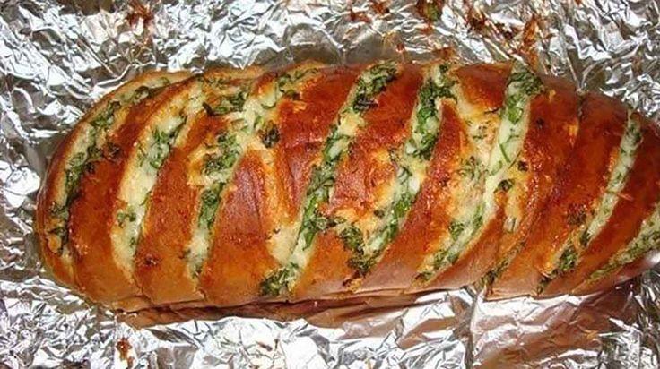 A világ legfinomabb sajtos fokhagymás kenyere, 25 perc alatt elkészül és egyszerűen fenséges!