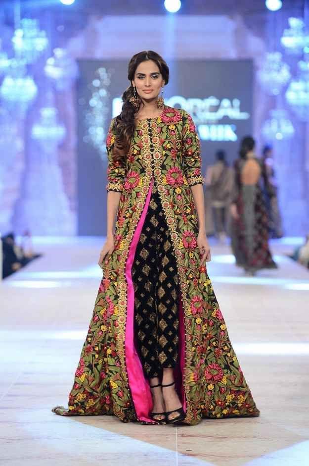 10 Gorgeous Pakistani Outfits