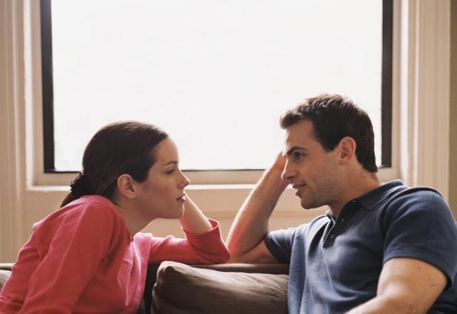 Estas son 36 preguntas que te pueden ayudar a aumentar la intimidad emocional con tu pareja.