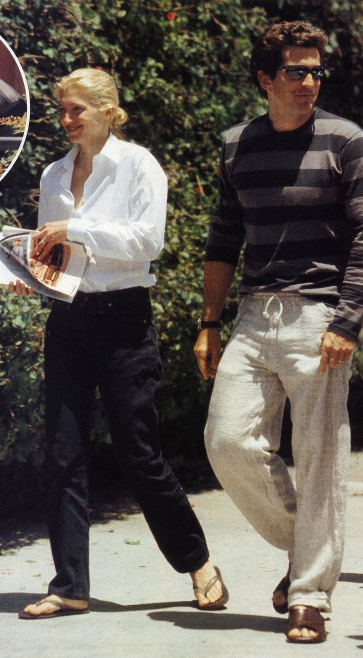 Carolyn Bessette Kennedy and John inLos Angeles in 1998.  White shirt with long sleeves, black thongs.