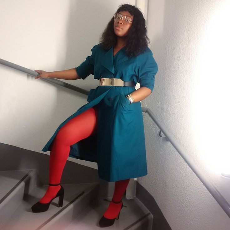 I bought red tights - Outfit 2. Color is my thing, for sure ! / J'ai acheté des collants rouge - Tenue 2. Une passion pour les couleurs, c'est certain !  #colors #colorcombination #redtights #red #green #black #touchofgold #vintage #retro #trenchcoat #trend #springsummer17 #blogger #styleblogger #styleinfluencer #stylist #funkyfashionist #fashion #style #lifestyle #pointure41 #lesrobeuses
