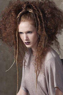 Ya hemos visto hasta hoy, hermosos peinados para cabello largo, para cabello corto, igual que para los rizos y los lacios. El mundo de los p...