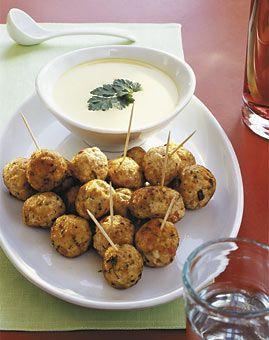 geflügelhackbällchen mit zitronen-safran-sauce.