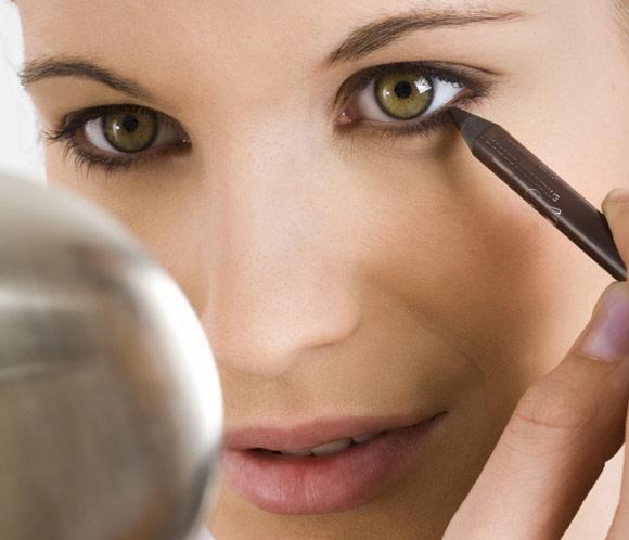 http://maquillajenocheydia.com/maquillaje-para-ojos/ ♥ Maquillaje para ojos ♥ Si quieres aprender a maquillarte, maquillajenocheydia.com se convertirá en tu nueva web de belleza favorita;) Aquí te mostramos las mejores ideas, consejos, imágenes y vídeos tutoriales paso a paso para que consigas un maquillaje de ojos increíble y súper favorecedor