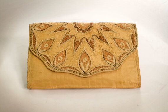 612 kr. Original 1920s Art Deco Evening Embroidered by BambagiaVintage