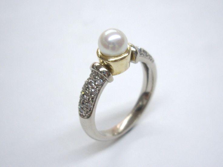 Romantico anillo en oro blanco con diamantes y perla