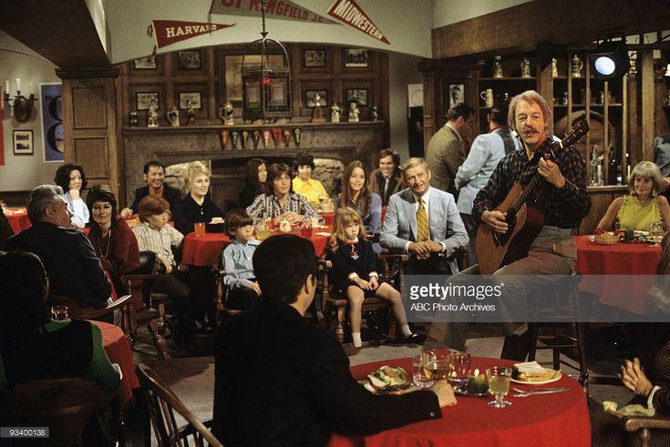 FAMILY - 'The Red Woodloe Story' 1/1/71 Danny Bonaduce, Shirley Jones, Jeremy Gelbwaks, David Cassidy, Suzanne Crough, Susan Dey, Dave Madden, WIlliam Schallert, Extras