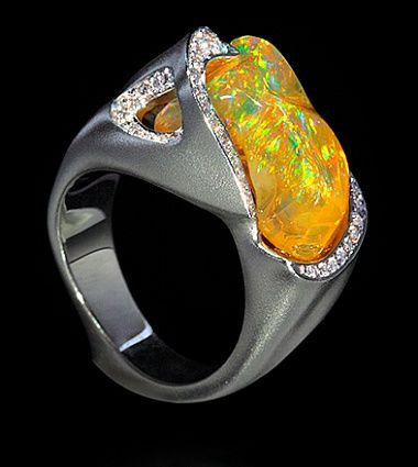 Mousson Atelier, collection Spectrum, ring, White gold 750, Opal 7,30 ct., Diamonds