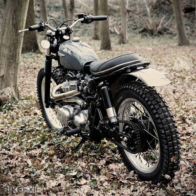 Kawasaki W650 Scrambler by French graphic artist Nicolas Barthelemy of Skuddesign.