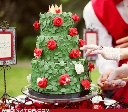 i love this alice in wonderland–themed cake. i don't like the taste of fondant, but the look of those leaves is gorgeous.