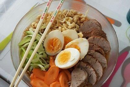 Japanische Nudelsuppe mit Hühnerbrühe und Lende (Ramen) 10