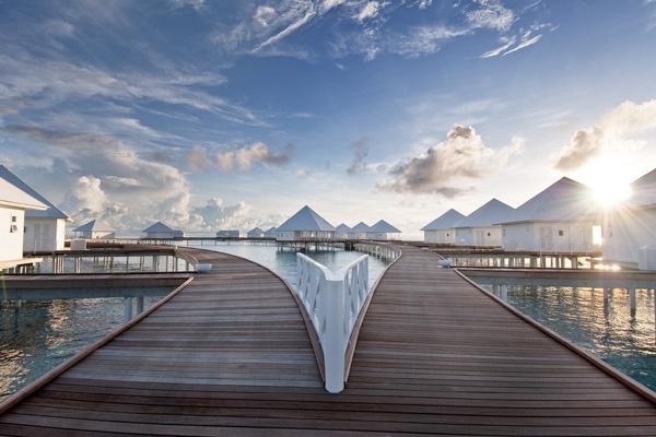 Diamonds Thudufushi Villa Walkway