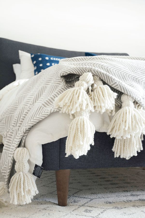 DIY Giant Tassel Throw Blanket - brepurposed
