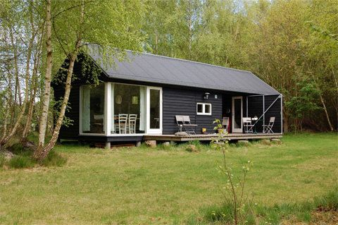 prefab-cabin-monhst7 -- good article with pictures and floor plans for this prefab summer cabin.
