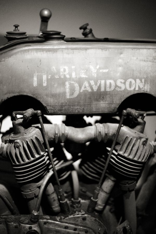 Harley davidson... This would be a great picture to decorate with :)