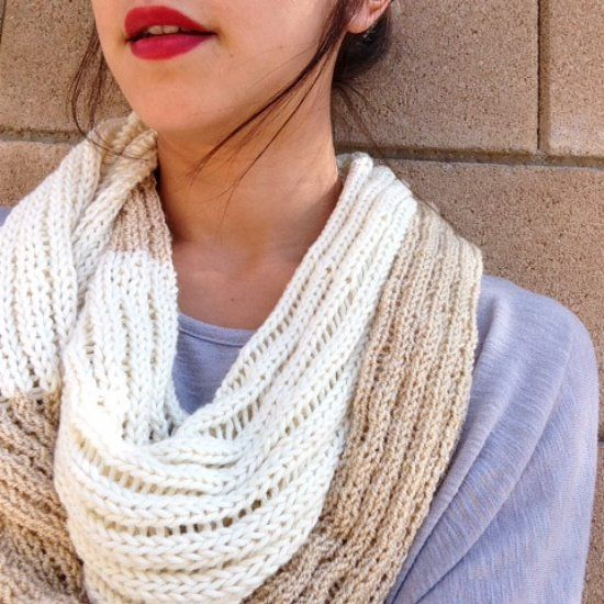 Free pattern for a drop stitch infinity scarf! The combination of colors and the lightweight knit make this scarf perfect for any season!