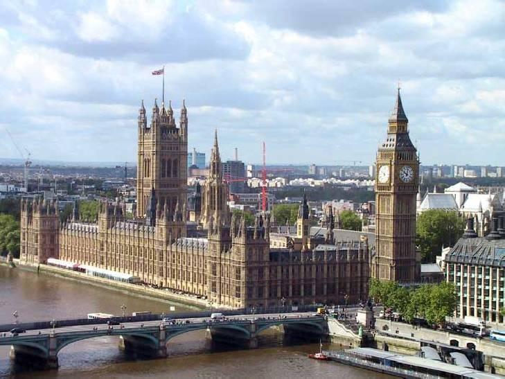 palacio de westminster :D situado en la orilla norte del rio tamesis, en la ciudad de Westminster Londres