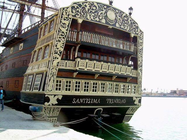 : El navío Santísima Trinidad. El rearme naval español del siglo XVIII.copia en el puerto de Alicante  Valecia spain