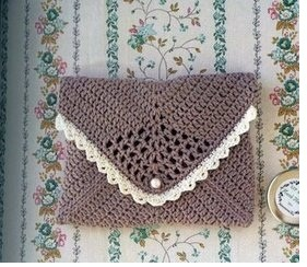 Crochet envelope bag with diagram