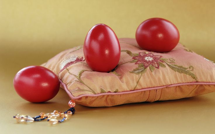 6954607-easter-red-eggs