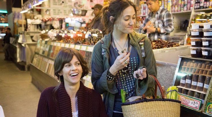 Kadr z film Nie jesteś sobą, którego scenariusz powstał w oparciu o książkę Michelle Wildgen. Role główne zagrały Hilary Swank (Kate) i Emmy Rossum (Bec)