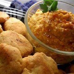 Scharfes Kürbis-Hummus - Eine bunte Variante von Kürbis für den Herbst: Hummus mit Kürbispüree. @ de.allrecipes.com