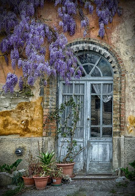 Ancient Arched Door, Italy - photo via anna