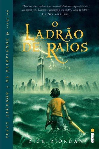 Título: O Ladrão de Raios Título Original: The Lightning Thief Autor: Rick Riordan Publicação: 25 de junho de 2005, EUA; 21 de novembro de 2008, Brasil Número de páginas: 387 páginas Editora: Intrí...