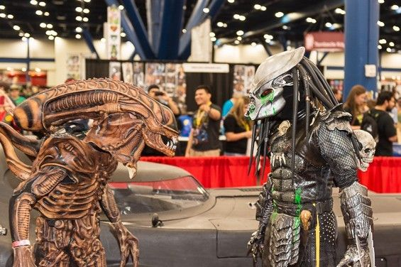 Viewed separately, they could each be representing their respective movies, but we're betting they're doing the Aliens vs. Predator film. Nicely done.