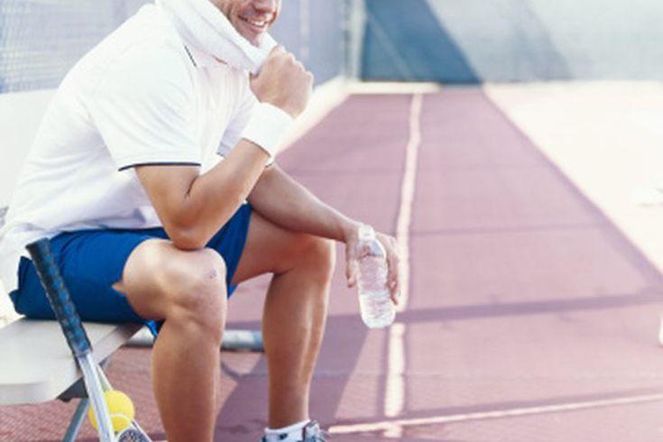 Consejos para mejorar la aptitud física para jugar tenis. La práctica del tenis requiere de una combinación de resistencia muscular, acondicionamiento anaeróbico, velocidad, rapidez, agilidad y flexibilidad. Es fundamental entender que este deporte se basa más en la resistencia que en la fuerza y ...